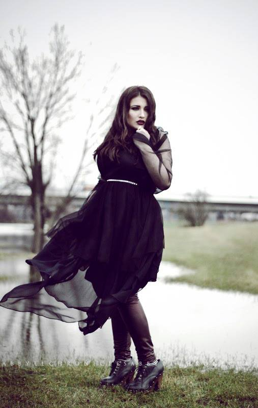 Plus Size Model Hamburg Plus Size Deutschland Bloggerin Instagrammer Curvy Model Body Positivity Wie werde ich Plus Size Model Gothic Plus Size Shooting