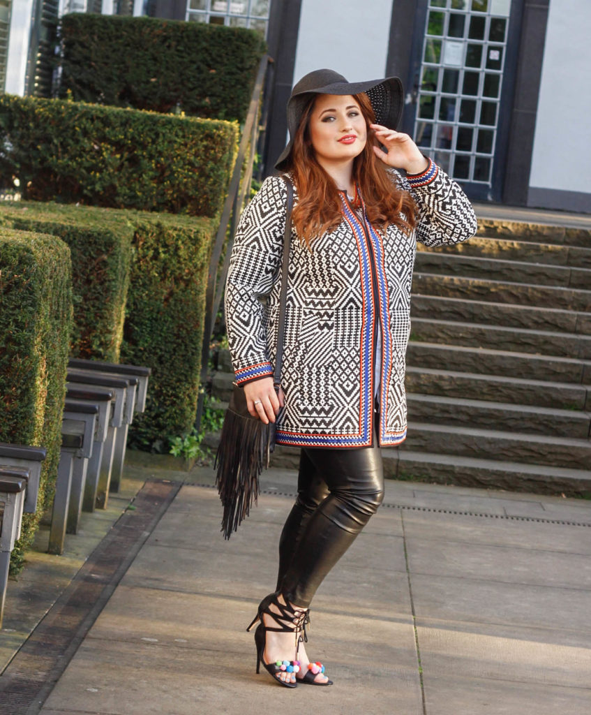 Plus Size Fashion Ethno Look. Curvy Woman with Ethno Coat, Leather Leggings and Silver laced Shoe. Kurvige Frau im Ethno Look.