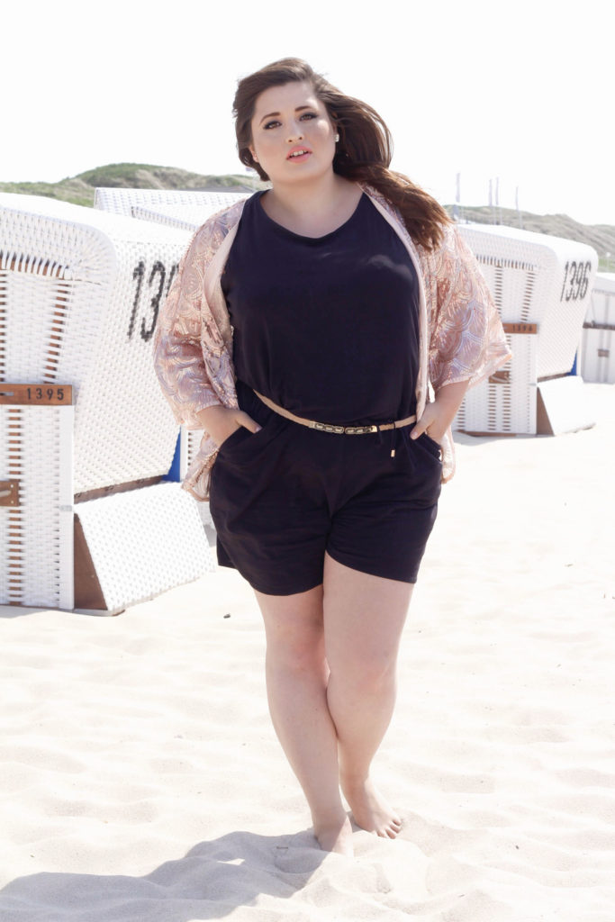 Plus Size Frau am Strand, Plus Size Woman at the beach