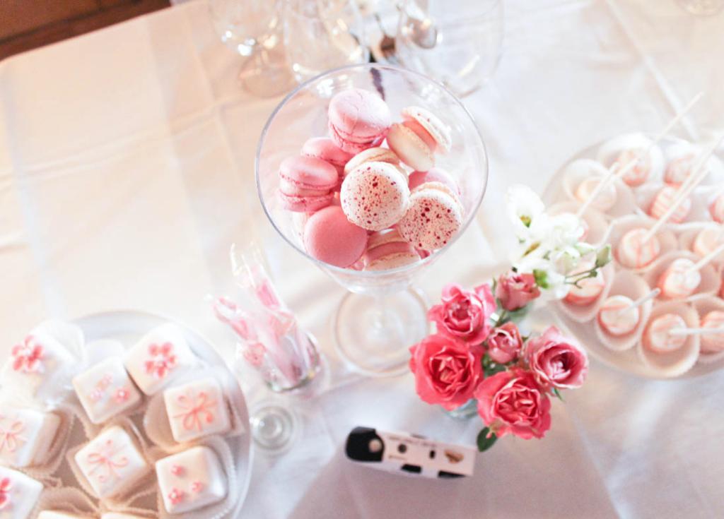 Hochzeitstisch Candybar, Macarons, Rosen, Love Letters