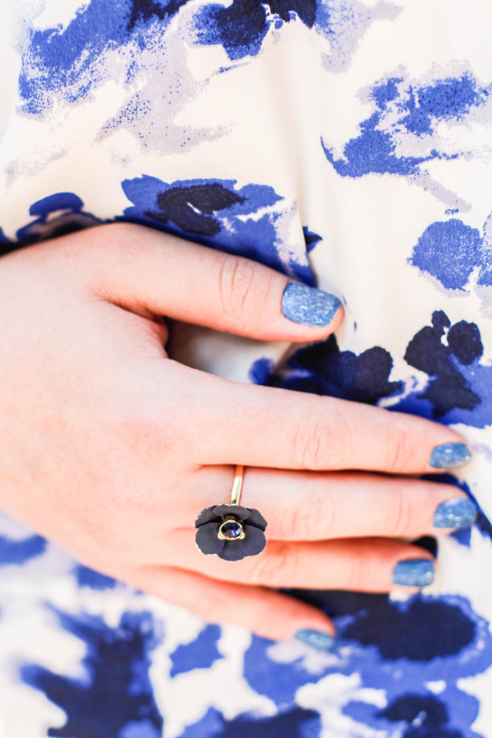 Blauer Nagellack, Blumenring