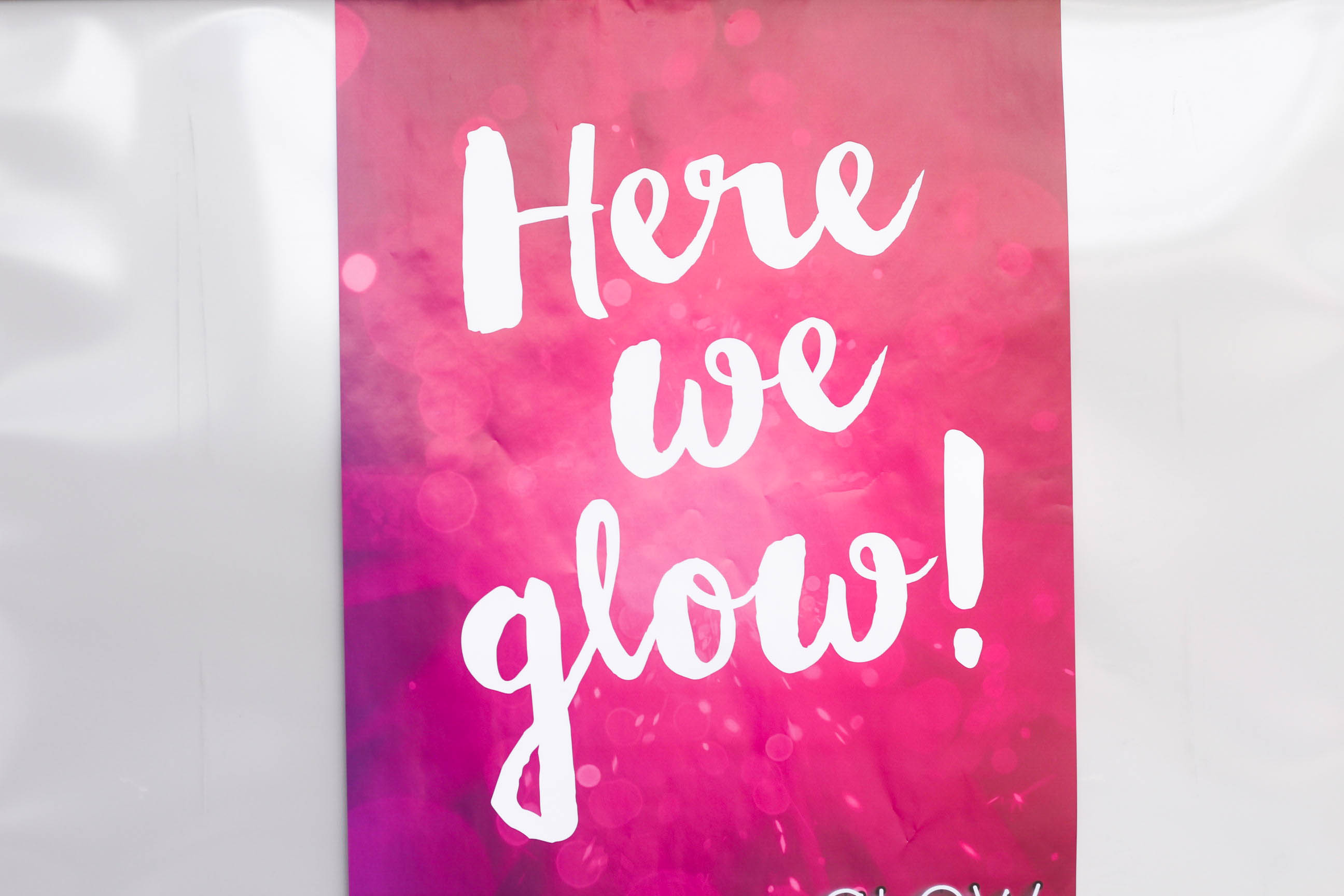 Lancome Messestand Glow Convention Hannover - HERE WE GLOW Schriftzug