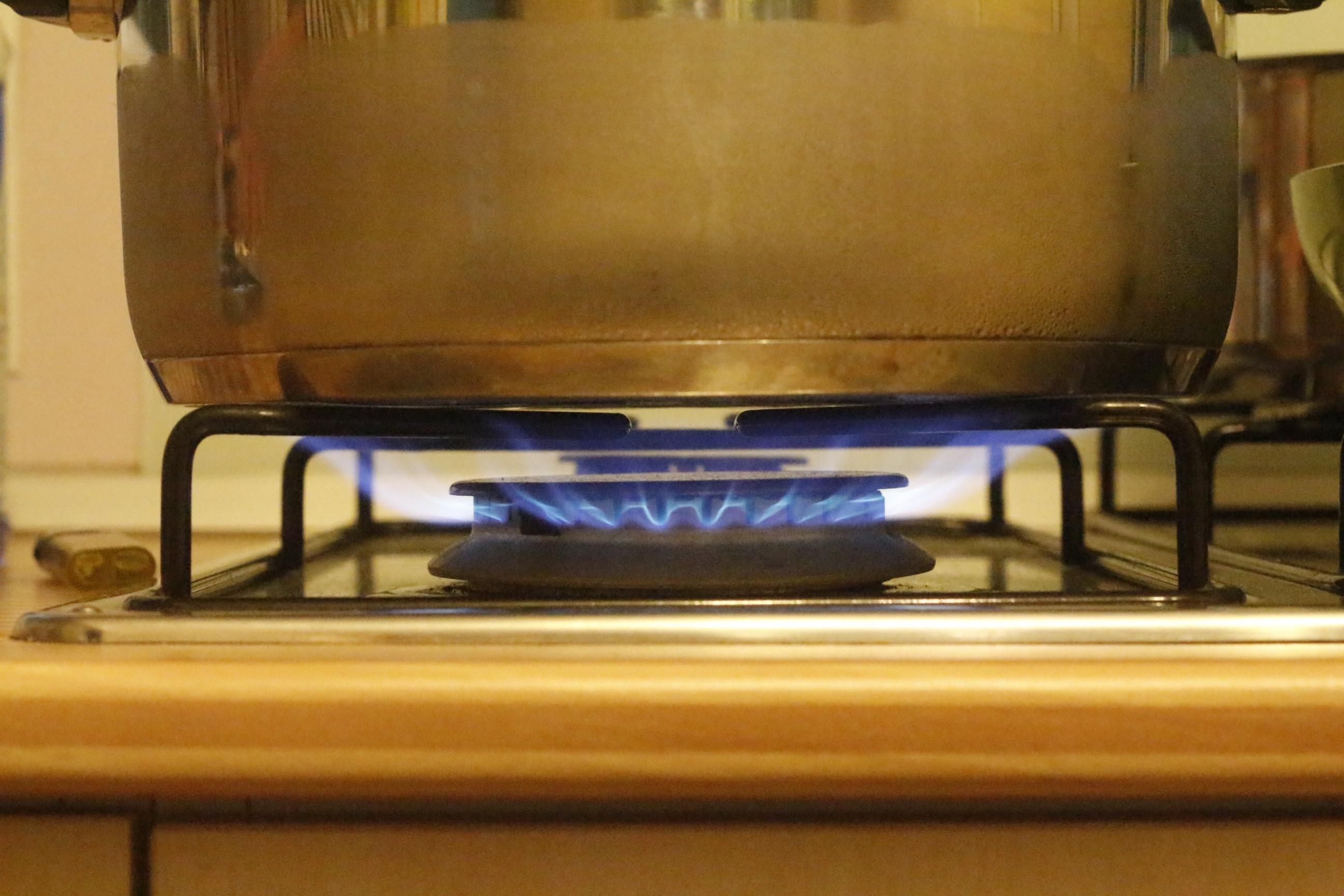 Kochtopf auf blauer Flamme