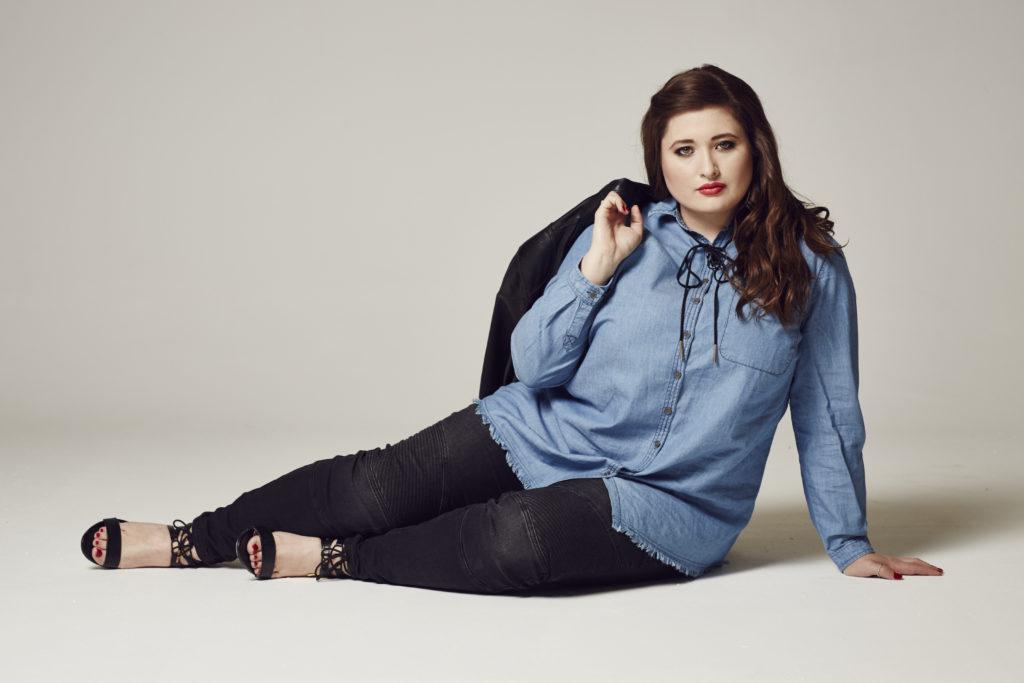 Plus Size Model and Blogger Jules SchönWild fotografiert von Jaan Erik Fischer