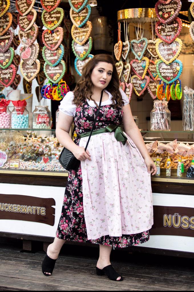 Plus-Size-Fashion-Blog-Dirndl-Looks-Curvy-Zalando-Jules-Schoenwild-Trachtenmode-Wiesnoutfit-kombination_inspiration_shoppingtipps_fuer_kurvige_frauen_blumen_dirndl