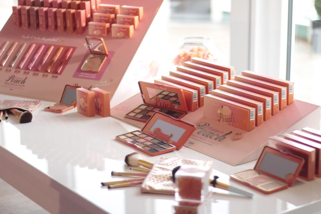 Too_Faced_Event_Hamburg_Deutschland_Launch_Make_up_Marke_Event_Blogger_Youtuber_Amerika_USA_Nikkie_Tutorials_Peach_Glow_Melted_Lipstick_Toofaced_Beauty_Blogger_Deutschland