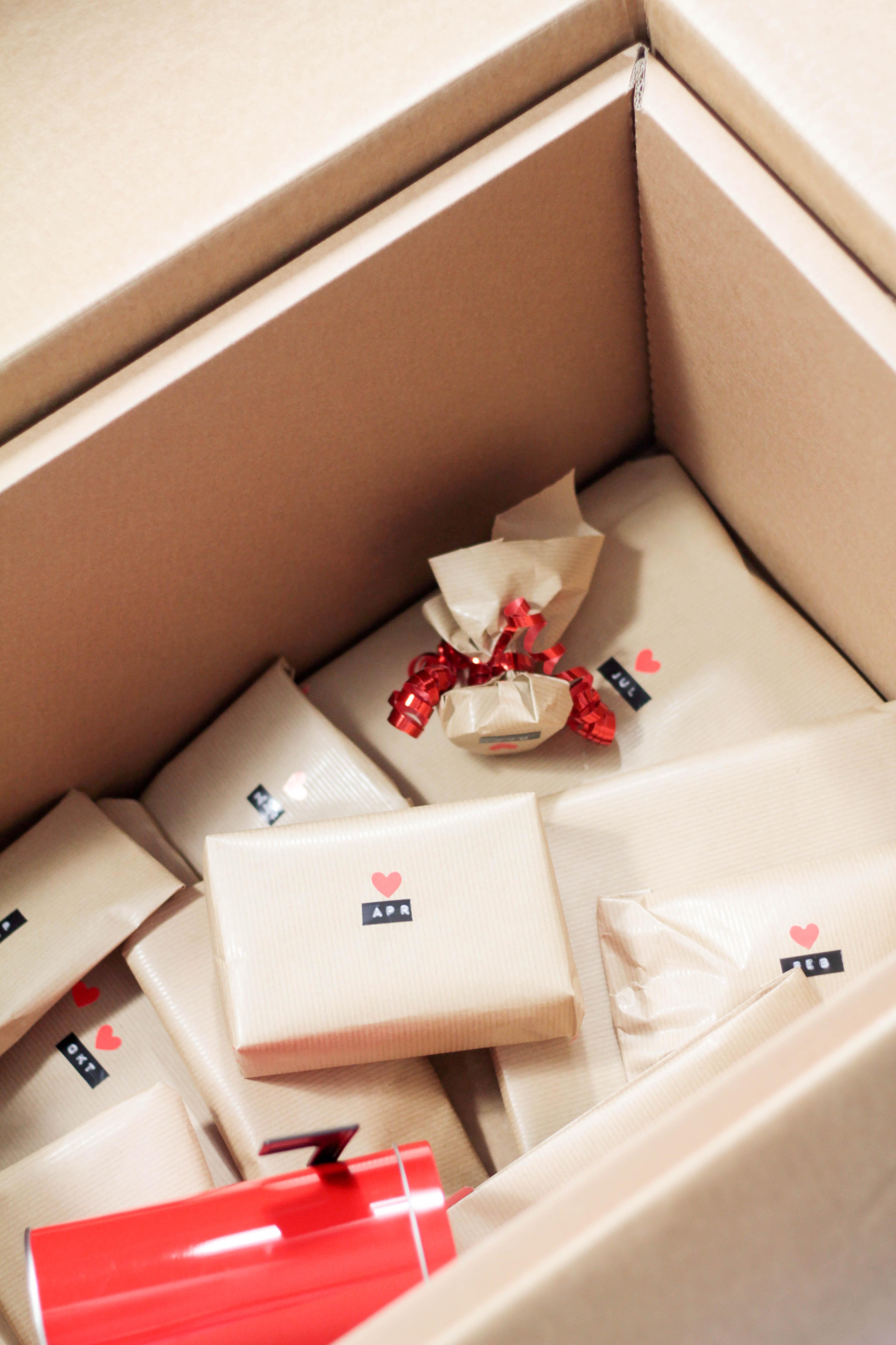 Das Perfekte Geschenk Fur Paare A Year Of Dates In A Box Diy Auf