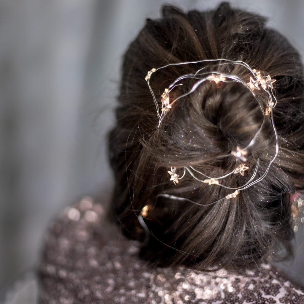 Illuminated_Holiday_Hair_Light_String_Lichterkette_Haare_Frisur_Kreative_Frisur_Ideen_Beauty_Blog_Pinterest_Glitzer_Haare_Idee
