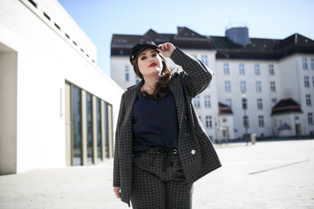 Navabi_Trend_Hosenanzug_Plus_Size_Fashion_Blog_Plus_Size_Model_Hamburg_erfolgreich_blogger_Kollektion_designNavabi_Trend_Hosenanzug_Plus_Size_Fashion_Blog_Plus_Size_Model_Hamburg_erfolgreich_blogger_Kollektion_design