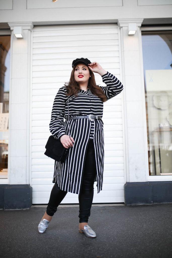 Plus_Size_Blogger_Deutschland_Curvy_Fashion_Model_Hamburg_Streifenlook_Schwarz_Weiß_Outfit_Inspiration_Baker_Boy_Cap_Styles